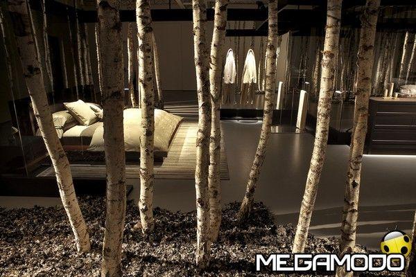 alcuni modelli chiave della linea di biancheria da letto e da bagno Autunno/Inverno 2012 all'interno di un moderno appartamento in stile newyorkese realizzato appositamente per la presentazione e allestito con 250 betulle.