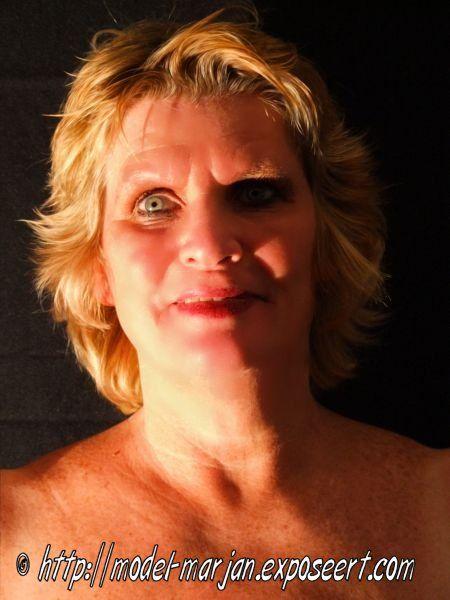 Model Marjan woont in Utrecht en heeft een deeltijdbaan. In haar vrijetijd volgt zij toneellessen en in het verlengde van deze kunstuiting acteert zij graag voor kunstenaars en fotografen als model. Marjan is een zogeheten 'plusmodel', dat bereid is zowel gekleed als naakt te poseren. Zie ook http://www.em-ha-em-art-productions.nl/mainport/modellen/marjan/index.php
