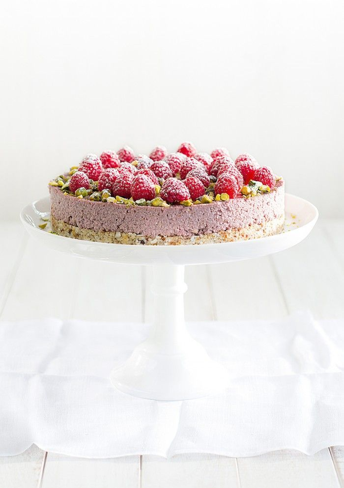 Vegan Raw Raspberry & Coconut Cake