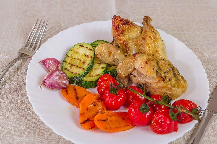 Курица по-французски / Нежнейшая курица в луковом соусе - одно из самых простых и при этом необычайно вкусных французских блюд.  Курица Лук репчатый - 70-80% от веса курицы Чеснок - 1 головка Масло сливочное - 30г Масло оливковое нерафинированное - 30г соль/перец  *