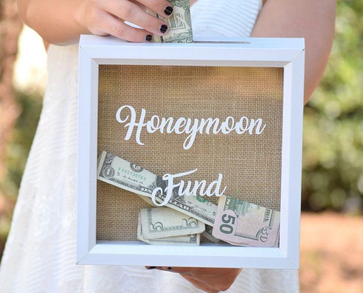 """Verwenden Sie diese entzückende 8 """"x 8"""" Schattenbox, um Ihre Flitterwochengelder zu sammeln! Zeigt b …   – Outdoor Wedding Inspiration."""