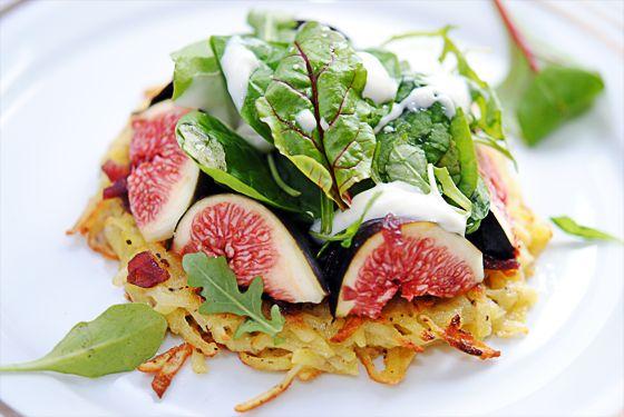 Salade de figues en pommes darphin, sauce Roquefort Société