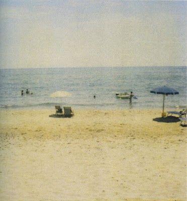 Cy Twombly, les polaroïds — plage de Gaeta.                              …