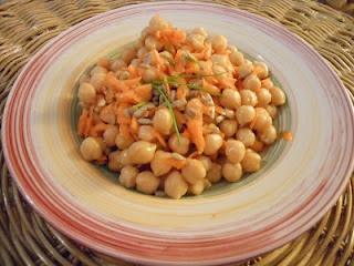 The Dreaming Seed: A fast and healthy recipe: Chickpeas Salad with Carrots, Celery and Linseed