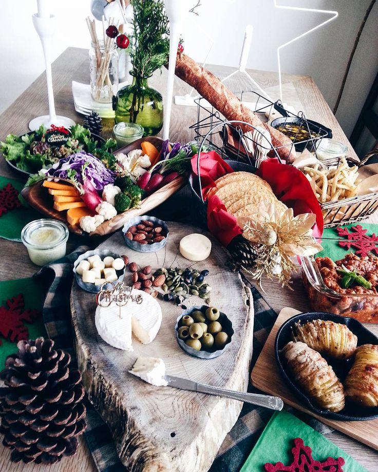 """""""・*:.。❁・*:.。❁・*:.。❁・*:.。❁・*:.。❁・*:.。❁ Good morning ! ! ・ ・  昨日はママ友達と 我が家でワイン会。  Christmas partyもかねて。  おつまみは ママ友のリクエストに応えて  チリコンカンと ハッセルバックポテト。  ほかに…"""""""
