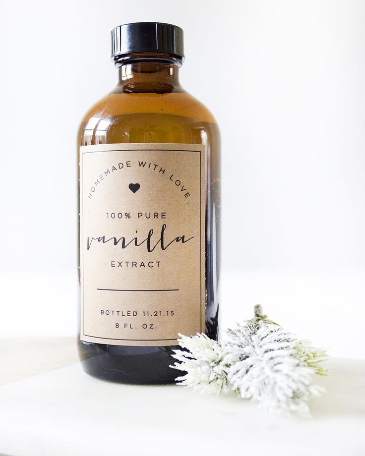 Homemade Vanilla Extract Recipe with Free Printable for gifting!