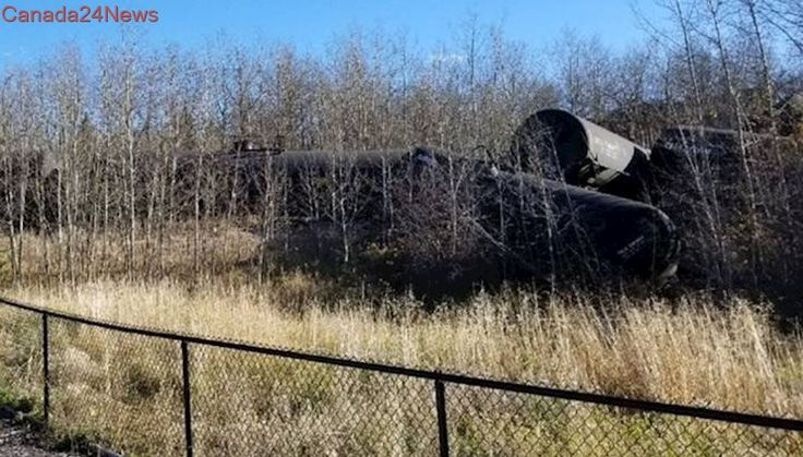 Cleanup continues after train carrying crude oil derails north of Edmonton