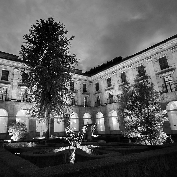 Claustro principal parador nacional monasterio de corias - Parador de cangas de narcea ...