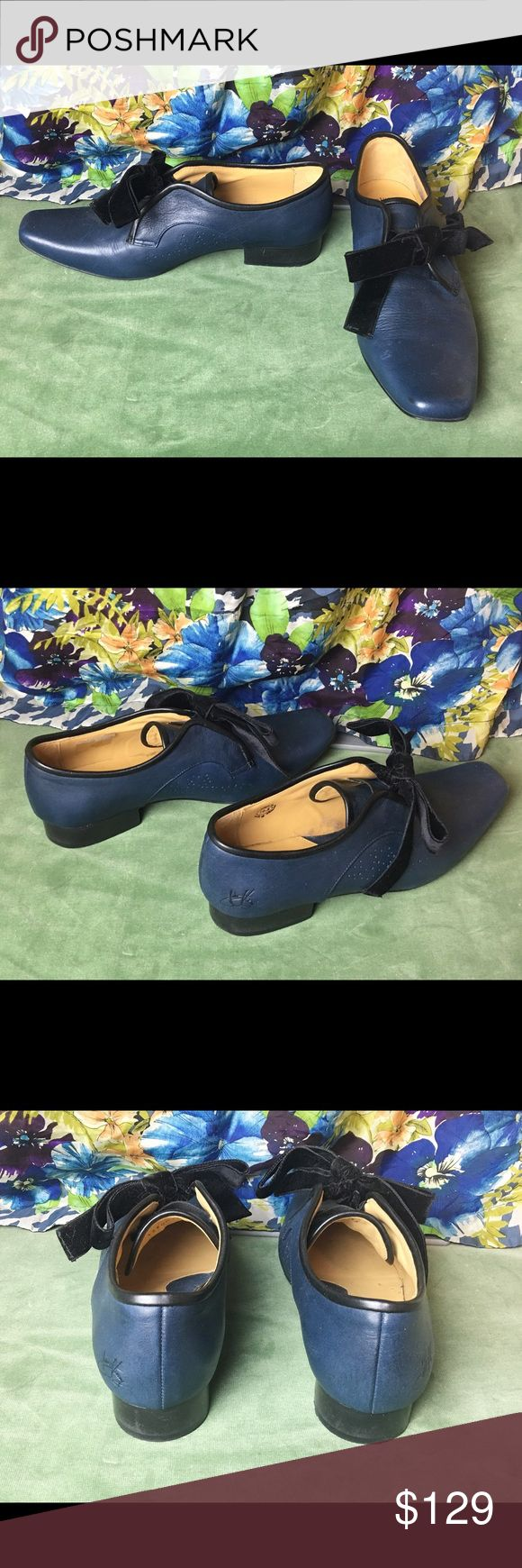 John Fluevog velvet bow tie shoes, size 10.5 🎀 Get your Downton Abbey style on with these pretty velvet bow Vogs! 🎀 Navy leather in great condition with little wear and comes in original packaging. Runs a little small. I would say this would fit a 10 or smaller. John Fluevog Shoes Flats & Loafers