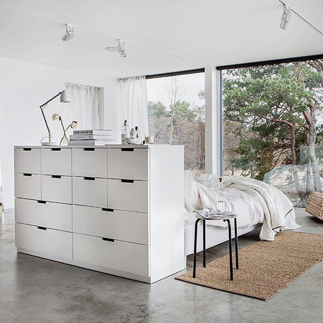 Slipp lyset inn og bli i senga noen timer til – det er jo lørdag.  #SNARUM #madrass #NORDLI #kommode #IKEAnyhet #nyhet #IKEA #IKEAinspirasjon #interiør #soverom #interiørdesign #interiørinspirasjon #EnGodDagStarterHer