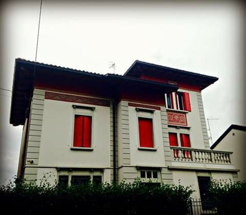 #rossoaudine in Via Zara, di Silvia Pischiutti