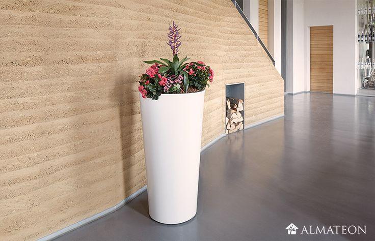 Des pots XL pour habiller votre entrée ! Ce pot à plantes et fleurs est assurément un produit que vous garderez très longtemps et il est 100% recyclable ! Il dispose d'une protection anti-uv afin de pouvoir le laisser en extérieur sans risques, les rayons solaires ne lui feront aucun mal.  Laissez vous fasciner par la simplicité avec laquelle cette poterie s'adapte à différents environnements et se prête à merveille à tous types de plantes et de compositions florales.