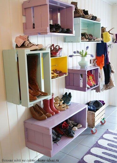 Крашенные ящики от фруктов превращаются в полки для обуви для прихожей