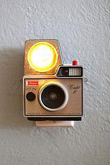 Vintage Cameras that don't work, turned into night lights. : Old Camera, Vintage Camera, Night Lights, Vintage Wardrobe, Camera Turning, Cameranightlight, Cool Ideas, Retro Camera, Camera Nightlight