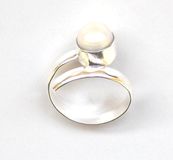 Valentines Day Natural Pearl Round Shape silver plated handmade ring, 8 mm Round / Gemstone Ring / Friendship Ring (PJ6135APJ) by PlantofJewel on Etsy