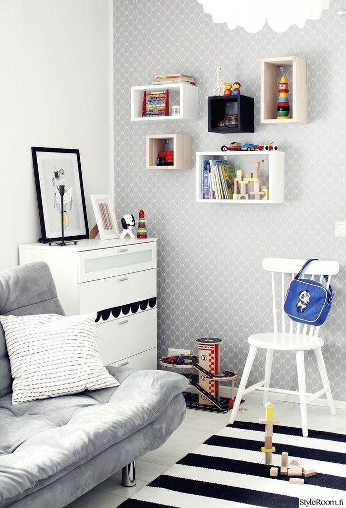 """Käyttäjä """"valkoinensoihtu"""" on kekseliäästi käyttänyt leluja myös sisustuselementtinä. #styleroom #inspiroivakoti #lastenhuone"""