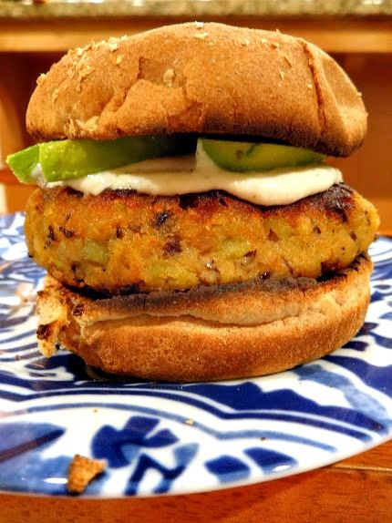 Sweet Potato + Black Bean Burger :: I didn't even use any topping and it was so delicious! super easy too!