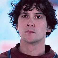 This isthe moment Bellamy had to decide if they live or die. He decided ro live because it was what Clarke wanted him to do and wanted him to be. He needed to see that he could do decisions like her. He needed to see what it wa like to be in her place so he could understand what she ment when she said that he needs to be the head on his own. And when he decided to leave her behind it seems like he is about to cry. || #the100 #bellarke #bellamyblake