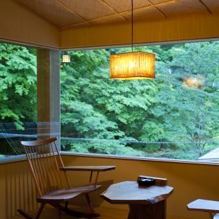 十六夜 - izayoi -西陣織で用いられる素材「引箔」を用いた照明のペンダントタイプ。 京都の有名料亭「右源太」の客室でも採用されています。
