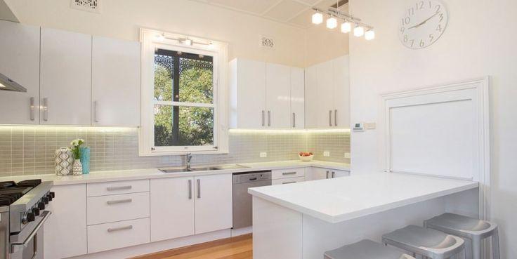 Designer gas kitchen, breakfast bench