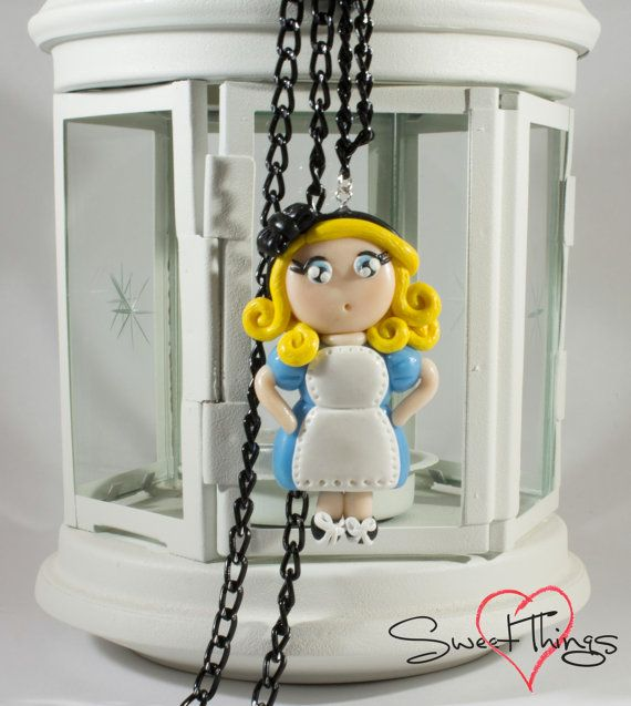 Alice Necklace di SweetThingsFimo su Etsy, €16.00