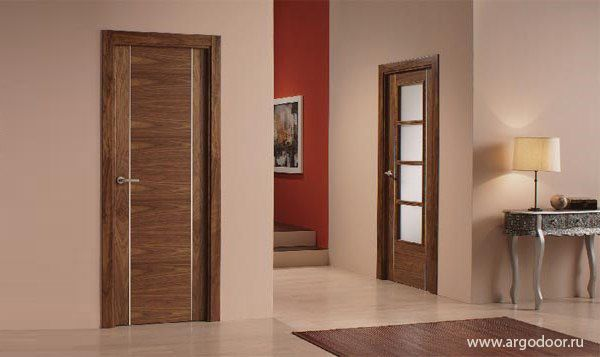 Межкомнатные ламинированные двери практически полностью идентичны дверным конструкциям из шпона или массива дерева