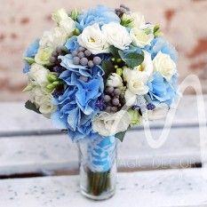Авторский свадебный букет для невесты, бутоньерки, браслеты и цветочные аксессуары в волосы от дизайн-студии Magic Decor