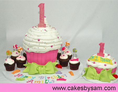I think I've decided on a big cupcake (not the giant one...not regular sized) for the little one's smash cake for her birthday.