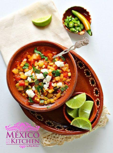 Sweet corn and zucchini soup - Sopa de Calabacitas con elote.  #SaboreaTuVerano #ad