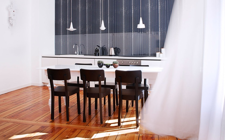 With spacious layouts between 30 – 60 square meters, our L Apartments offer more than enough room to kick back and relax. With full-service kitchens, the options of separate living and sleeping areas and a personal balcony, we invite you to truly make yourself at home. A roomy bathtub, flat screen TV, air conditioning and our signature modern design create an exquisite ambiance tailored to the sophisticated traveler's varied needs.