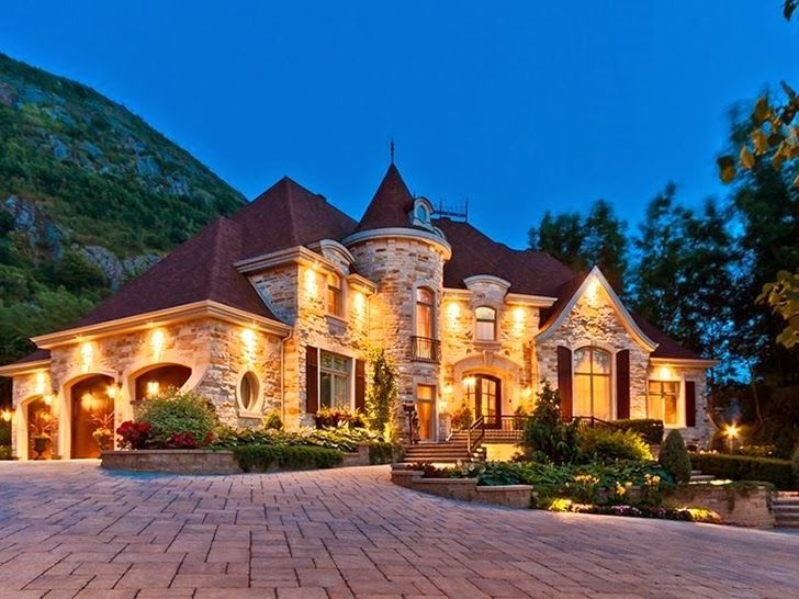 Outstanding custom built house in canada this gorgeous for Beautiful home lighting