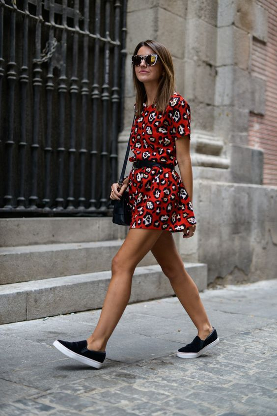dress printed and sneakers black