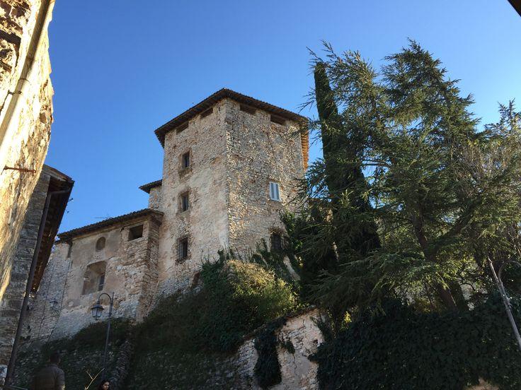 Belforte del Chienti, Pievefavera e Serrapetrona - Una giornata di arte, personaggi illustri e inaspettati, ai bei panorami e ovviamente all'enogastronomia.