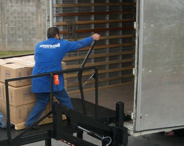 > Tipo de carga: Paleteira manual ou elétrica e carrinho manual.