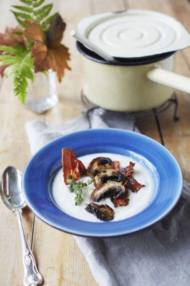 En len och krämig soppa kan man göra på blomkål eller broccoli men funkar även bra att följa detta recept för soppa på morot eller rotselleri.