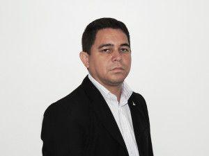 Procura-se emprego para o ex-administrador Roberto Charles     Sem prestígio…