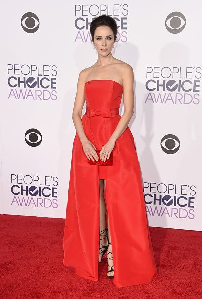 People's Choice Awards 2016 には真っ赤なドレスで登場したアビゲイル・スペンサー☆