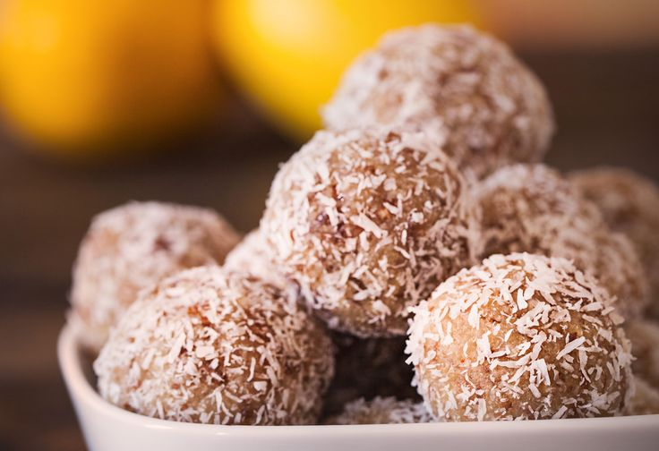 Rolled in shredded coconut these snowball look-a-likes are pillows of lemony heaven! A few simple ingredients and you can make a batch of these in no time. Perfect for post workout fuel or pre-workout energy, these power bites are the ultimate raw food snack. Dates, lemon juice, oats, coconut and nu