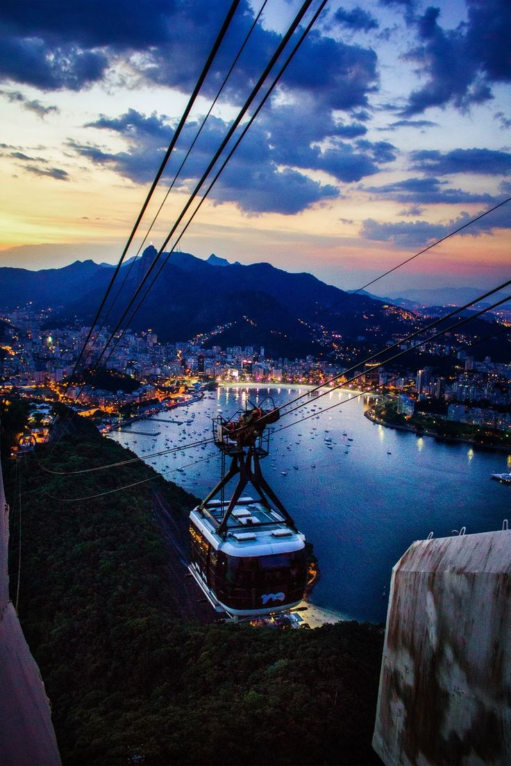 #RiodeJaneiro, la città meravigliosa. La magia di quando cala la #notte sul simbolo del #Brasile