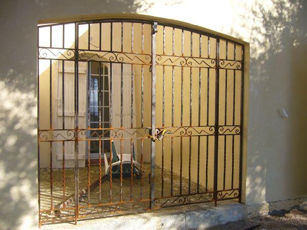 Nos mod les de grilles de portes et de fenetres en fer for Grille metallique pour fenetre