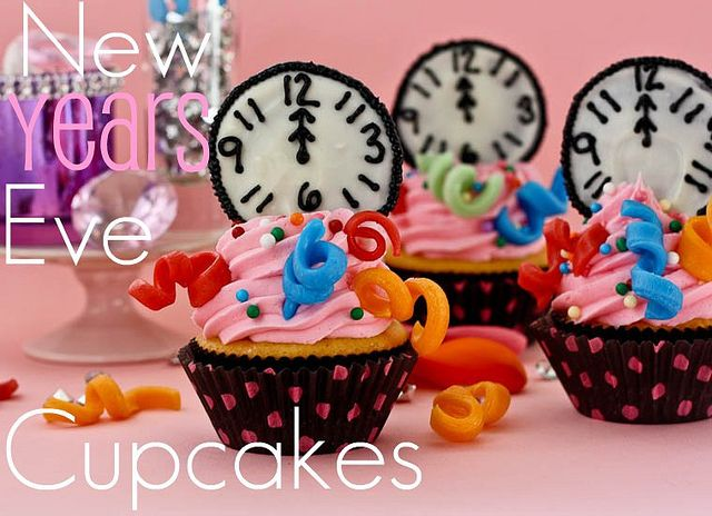 Aren't these the cutest New Year's Eve cupcakes you ever did see!