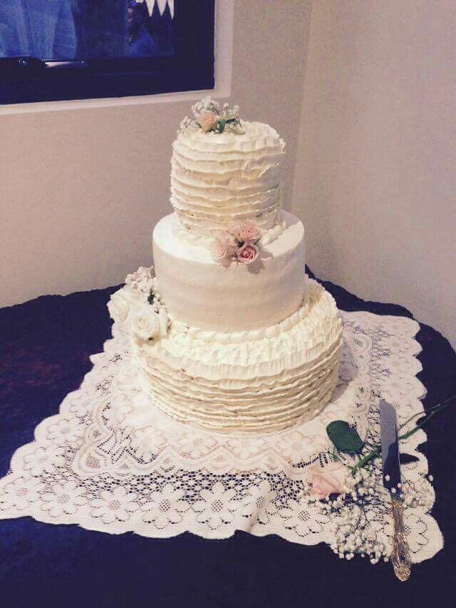 Wedding cake buttercream roses
