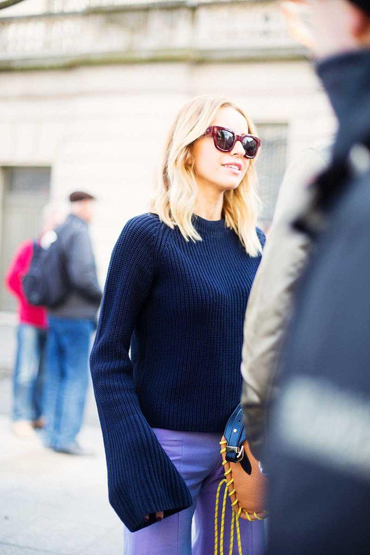 Simple streetstyle inspiration. 70s stylish navy blue sweater.