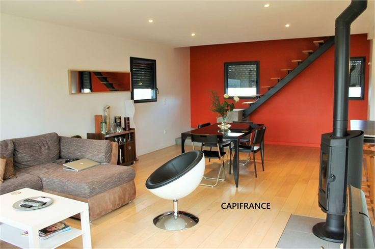 A vendre chez Capifrance à Belfort, jolie maison contemporaine.    Au sein d'un quartier tranquille, exposition idéale : 98 m², 5 pièces, 3 chambres.    Plus d'infos > Elisabeth Pochet, conseillère immobilier Capifrance.