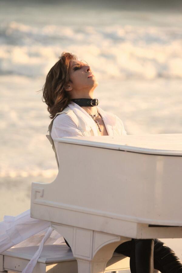 Breaking Waves Accompany Yoshiki's Beautiful Melody!