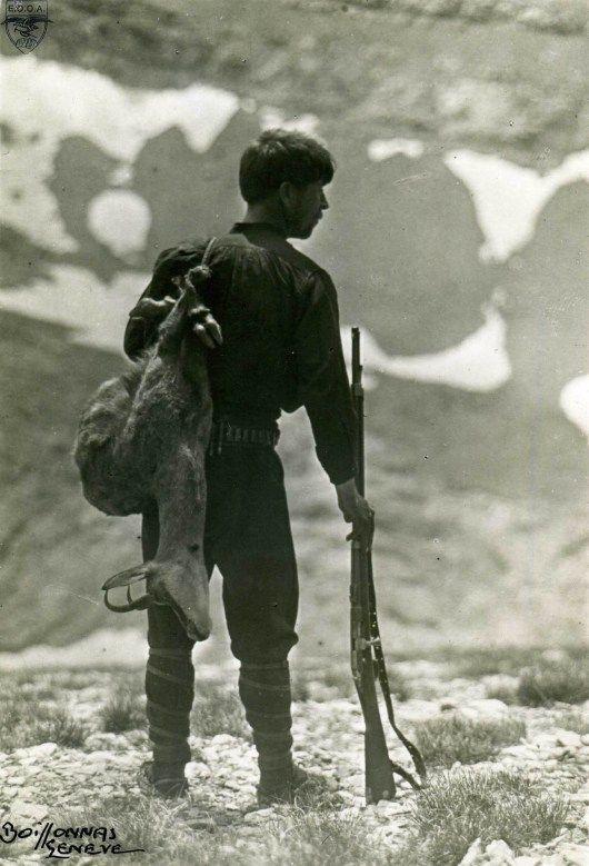 Χρήστος Κάκαλος, ο πρώτος Έλληνας που κατέκτησε την κορυφή του Ολύμπου, μαζί με τους Ελβετούς Frederic Boissonnas και Daniel Baud-Bovy, την 2 Αυγούστου 1913, ώρα 10:25' το πρωϊ. Φωτ. Fred.Boissonnas στο οροπέδιο Μουσών, 30-7-1913, αρχείο ΕΟΟΑ