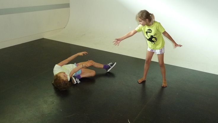 Youth Theatre ages 5 - 7. Exploring physicality in a dramatic rescue scene