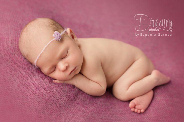 photo of newborn Ksenija with rose