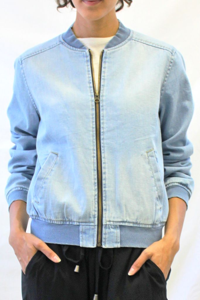 This denim bomber jacket features a zipper front closure, two side pockets, and…