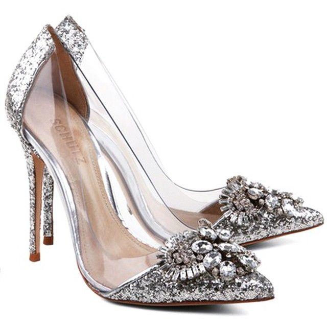 @schutzoficial para Cinderella. ✨ Coisa linda!!! Mais um que não vai caber no meu pé... Por um lado isso é ótimo, porque custa a fortuna do príncipe! - #SchutzCinderela